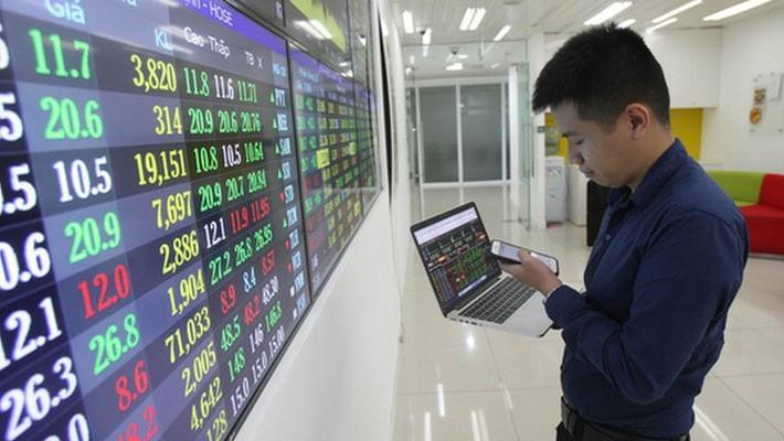 Một số chuyên gia xem đợt giảm điểm này của chứng khoán Việt Nam là cơ hội để mua vào.
