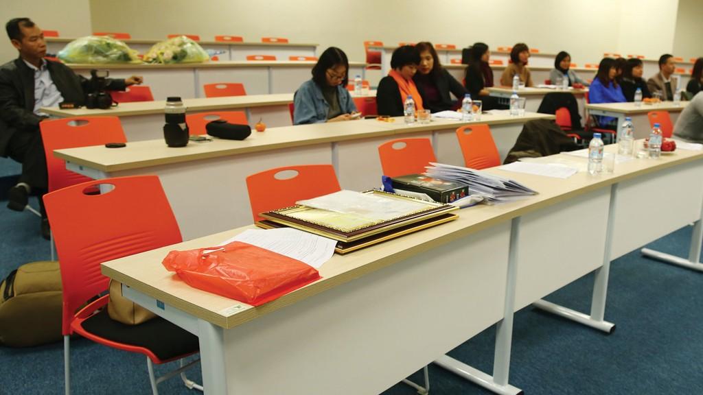 Nhà thầu bỏ giá thấp nhất liên tục kiến nghị về kết quả Gói thầu Mua bàn ghế học viên các phòng học lý thuyết của Trường Đại học Trà Vinh. Ảnh: Nhã Chi