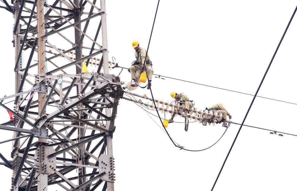 Công tác bảo vệ an toàn hệ thống truyền tải điện 500 kV sẽ rất khó khăn, phức tạp do địa bàn trải rộng