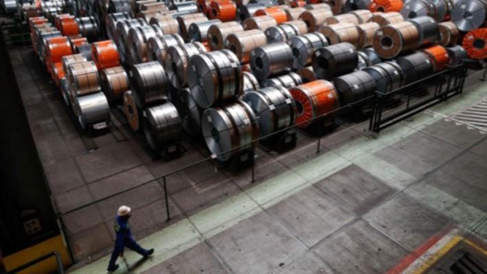 Bên trong một nhà máy thép ở Bỉ - Ảnh: Reuters.