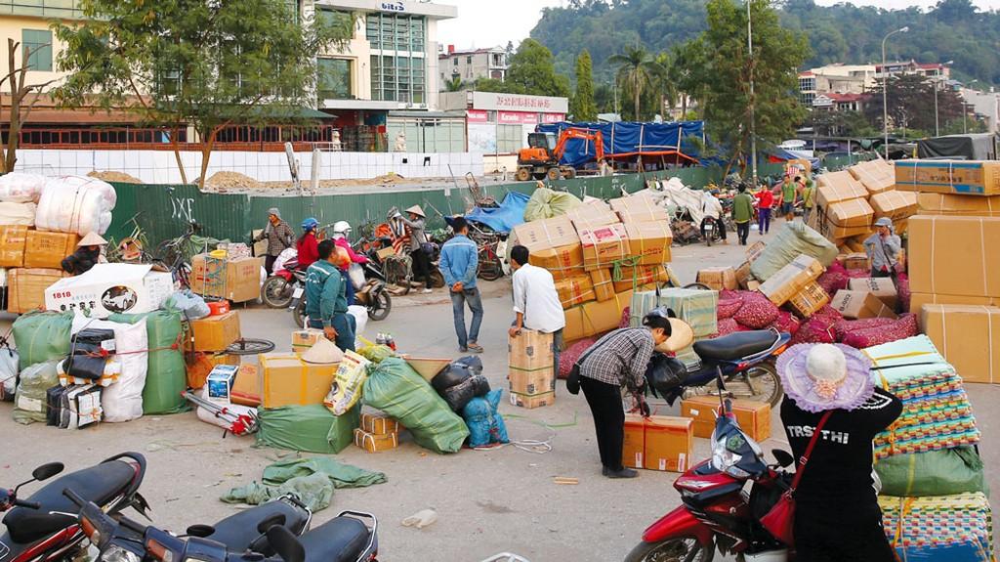 Phần lớn hàng giả, hàng xâm phạm sở hữu trí tuệ được sản xuất ở nước ngoài và đưa vào Việt Nam bằng cả đường chính ngạch và tiểu ngạch. Ảnh: Lê Tiên