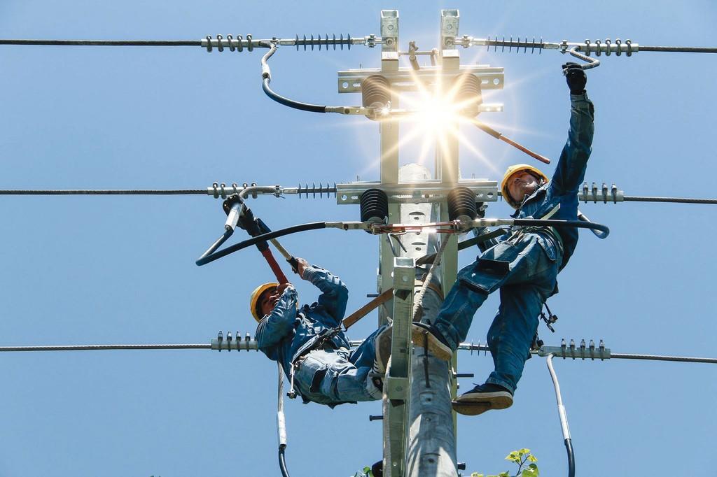 EVN nỗ lực triển khai các dự án cấp bách phục vụ cấp điện. Ảnh: Thế Anh