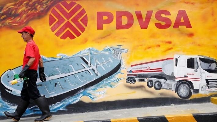 Sản lượng dầu lửa của Venezuela đang giảm mạnh - Ảnh: Reuters.