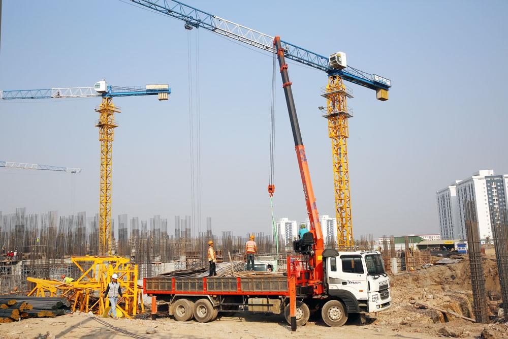 Trong danh sách những khó khăn của DN, đáng chú ý nhất là những khó khăn, vướng mắc liên quan đến lĩnh vực xây dựng. Ảnh: Lê Tiên