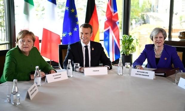 Thủ tướng Đức Merkel (trái), Tổng thống Pháp Macron (giữa) và Thủ tướng Anh Theresa May tại buổi họp. (Nguồn: EPA)