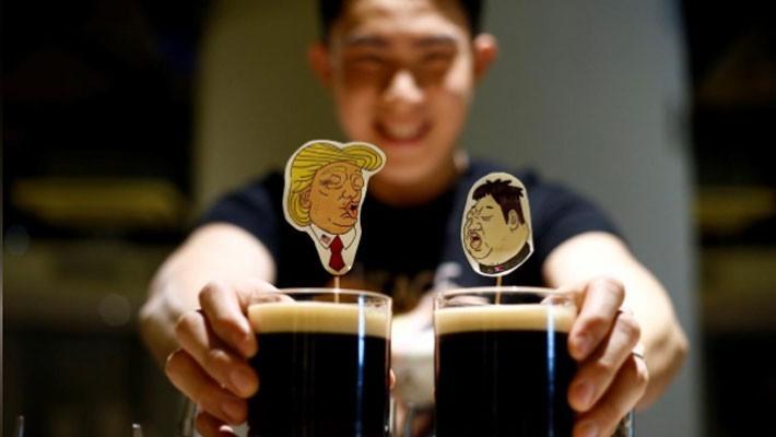Người Singapore nghĩ đủ cách kiếm tiền nhờ thượng đỉnh Mỹ-Triều - ảnh 1