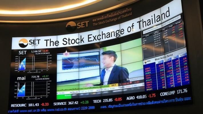 Một màn hình lớn tại Sở Giao dịch chứng khoán Thái Lan (SET).