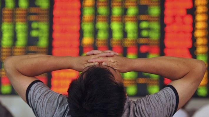 Giới đầu tư đẩy mạnh bán cổ phiếu Trung Quốc từ tuần trước, sau khi thống kê cho thấy những điểm yếu trong nền kinh tế lớn thứ nhì thế giới.