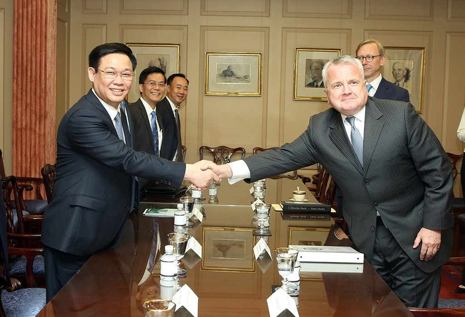 Phó Thủ tướng Vương Đình Huệ gặp Thứ trưởng Ngoại giao John Sullivan. Ảnh: VGP/Thành Chung