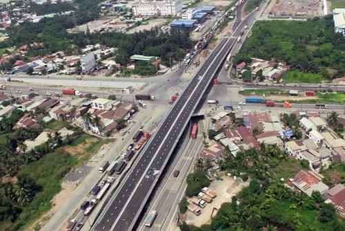 Nút giao ba tầng cửa ngõ phía Đông TP HCM hoàn thành - ảnh 1