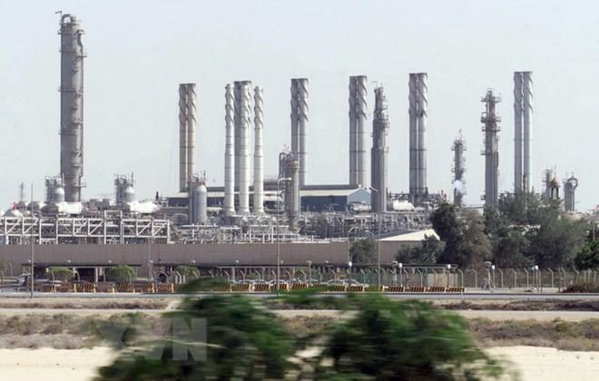 Toàn cảnh một nhà máy lọc dầu ở cảng Jubail, Saudi Arabia. (Ảnh: AFP/TTXVN)