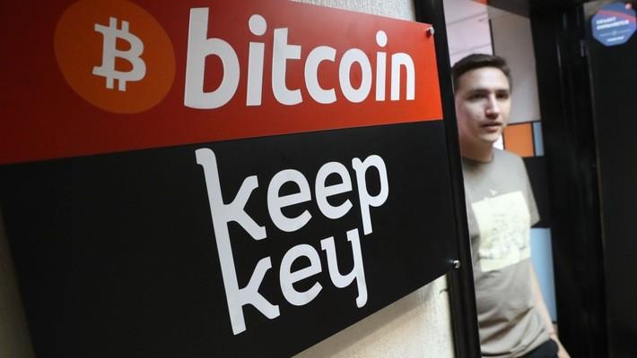 Giới chuyên gia nói rằng người bán tiền ảo hiện nay nhiều hơn người mua - Ảnh: Getty/CNBC.