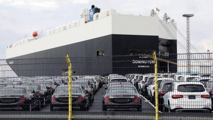 Những chiếc xe hơi chờ xuất khẩu tại một cảng biển ở Đức - Ảnh: EPA/FT.