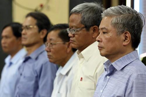 Ông Bình và các bị cáo tại tòa. Ảnh:Thành Nguyễn.