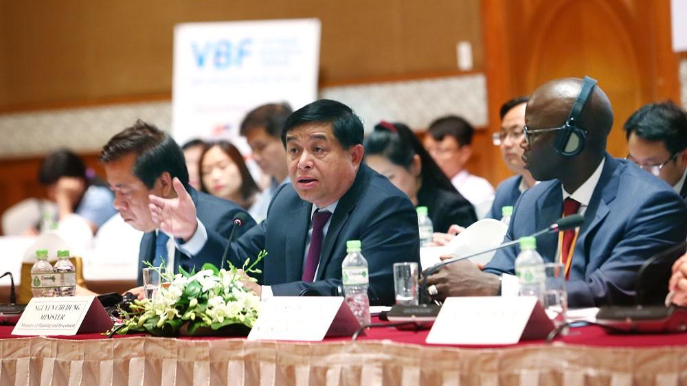 Bộ trưởng Bộ Kế hoạch và Đầu tư Nguyễn Chí Dũng cho rằng, cộng đồng DN Việt Nam bao gồm DN trong nước và DN nước ngoài là động lực quan trọng góp phần đưa nền kinh tế Việt Nam trong thời gian qua liên tục tăng trưởng ở mức cao. Ảnh: Lê Tiên