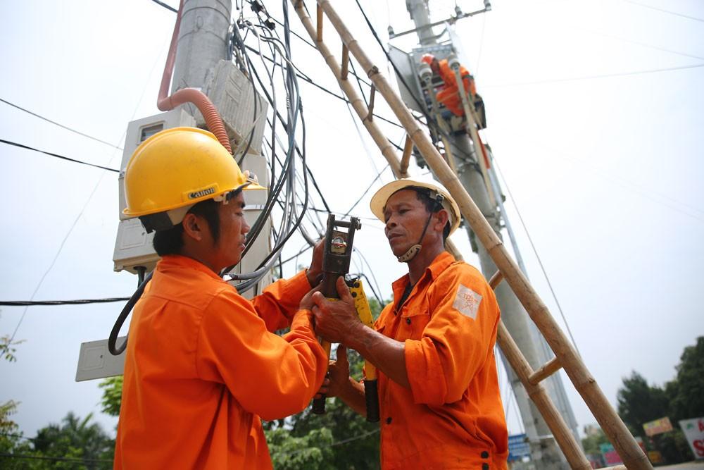 EVN khuyến cáo các cơ quan, công sở và người dân cần tiếp tục triệt để sử dụng điện an toàn và tiết kiệm. Ảnh: Nhã Chi