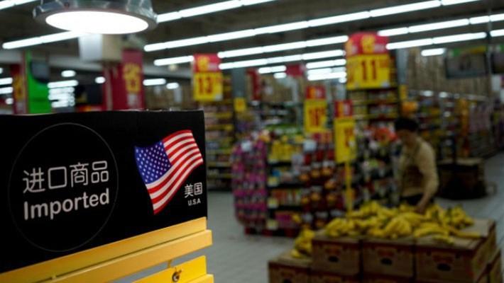 Hàng nhập khẩu từ Mỹ bày bán trong một siêu thị ở Thượng Hải, Trung Quốc hôm 3/4/2018 - Ảnh: Reuters.