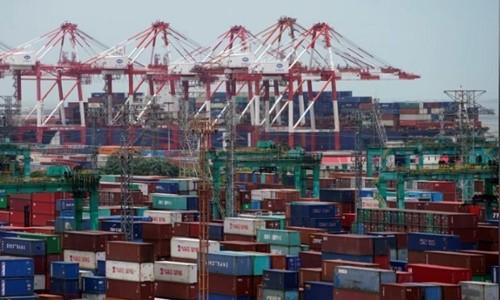 Các container tại một cảng biển ở Thượng Hải. Ảnh:Reuters