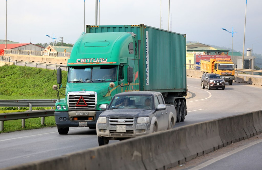 Thời gian tới, Bộ GTVT sẽ tăng cường kiểm soát tải trọng phương tiện vận chuyển đường bộ. Ảnh: Minh Hoa