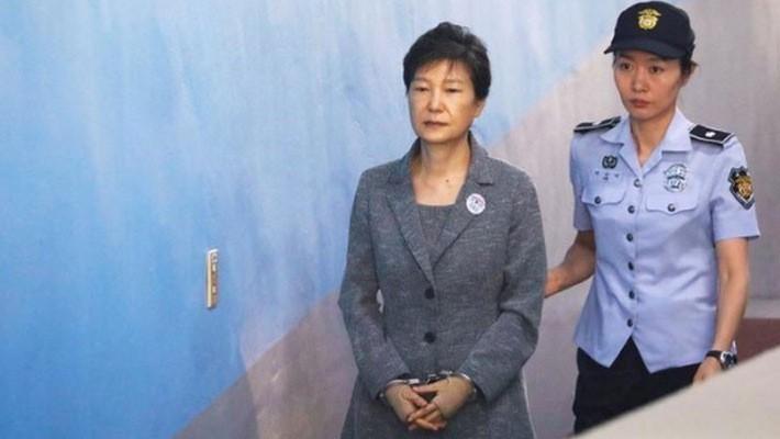 Cựu Tổng thống Hàn Quốc Park Geun-hye tới một tòa án ở Seoul vào tháng 8/2017 - Ảnh: Reuters.