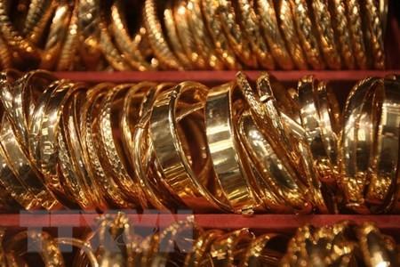 Nhẫn vàng bày bán tại một cửa hàng ở Los Angeles, bang California. (Nguồn: AFP/TTXVN