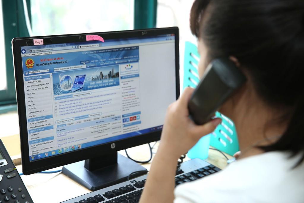 Năm 2017, cả nước có 16 tỉnh/thành phố không thực hiện đấu thầu qua mạng, 14 tỉnh/thành phố khác có tỷ lệ thực hiện đấu thầu qua mạng dưới 1%. Ảnh: Nhã Chi