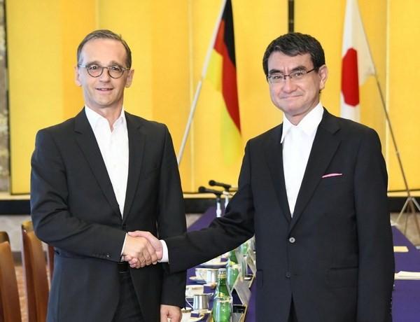 Ngoại trưởng Đức Heiko Maas (trái) và người đồng cấp Nhật Bản Taro Kono. (Nguồn: Kyodo)