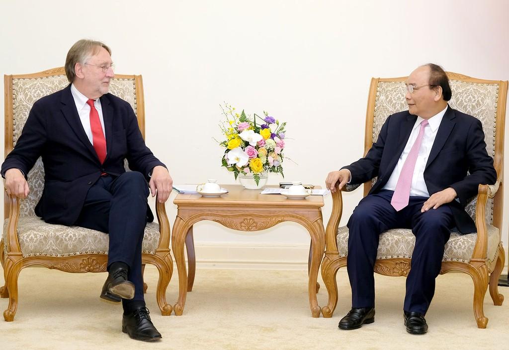 Thủ tướng Nguyễn Xuân Phúc tiếp ông Bernd Lange - Chủ tịch Ủy ban Thương mại quốc tế thuộc Nghị viện châu Âu. Ảnh: Quang Hiếu