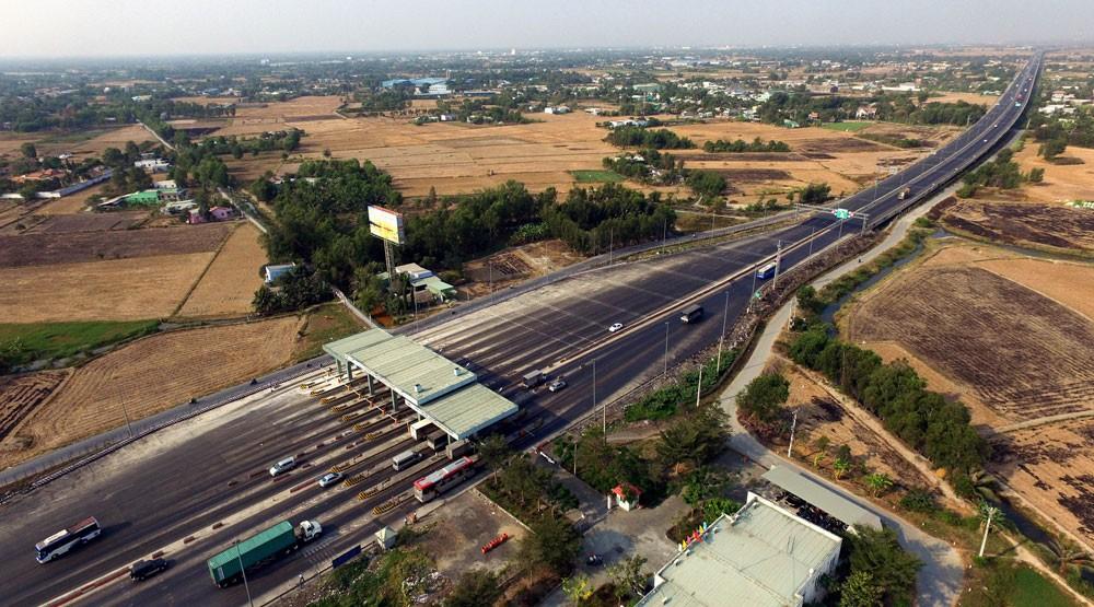 Công ty CP Lạc An trúng thầu xây lắp tại Dự án Xây dựng tuyến đường gom thuộc tuyến đường dẫn cao tốc TP.HCM - Trung Lương (từ nút giao thông Bình Thuận đến đường Trần Đại Nghĩa). Ảnh: Hoàng Hải