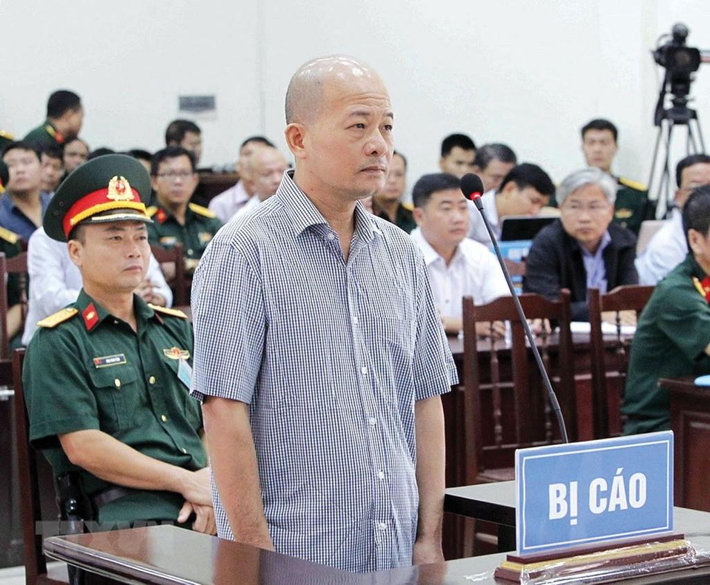 Sau khi Tổng công ty Thái Sơn rút hết vốn, bị cáo Đinh Ngọc Hệ (Út Trọc) vẫn nhiều lần lấy danh nghĩa doanh nghiệp quân đội để thu lợi bất chính