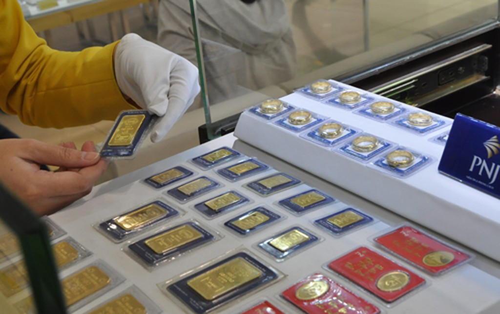 Giá vàng miếng trong nước hiện cao hơn thế giới 2,4triệu đồng một lượng.