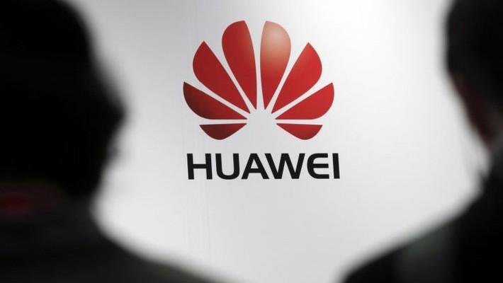 Nếu đạt 200 triệu đơn vị sản phẩm trong năm nay, doanh số smartphone của Huawei sẽ tăng 31% so với năm 2017 - Ảnh: Reuters.