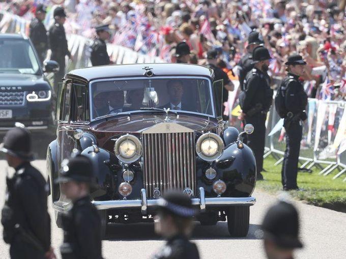 Hoàng gia Anh rao bán 8 chiếc Rolls-Royce - ảnh 5