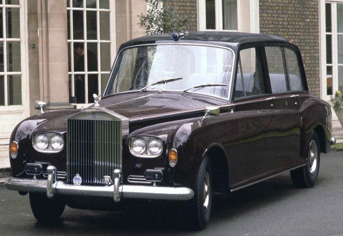 Hoàng gia Anh rao bán 8 chiếc Rolls-Royce - ảnh 8