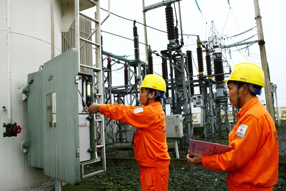 Trong năm 2018, Chính phủ chưa xem xét điều chỉnh giá điện và giá một số dịch vụ công. Ảnh: Tường Lâm