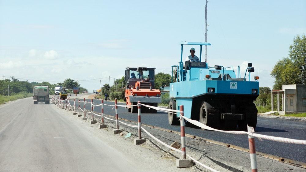 Ban Quản lý dự án đầu tư xây dựng tỉnh Bắc Kạn vừa tổ chức lựa chọn nhà thầu thực hiện 2 gói thầu có tổng giá trị lên tới gần 350 tỷ đồng thuộc lĩnh vực xây dựng hạ tầng giao thông. Ảnh: Tường Lâm