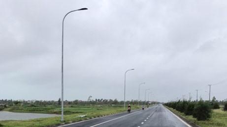 Vào tháng 11/2017, nhiều hạng mục xây dựng hệ thống điện chiếu sáng và vỉa hè đoạn đường vào ga hàng không sân bay Tuy Hòa bị tố thi công trước đấu thầu