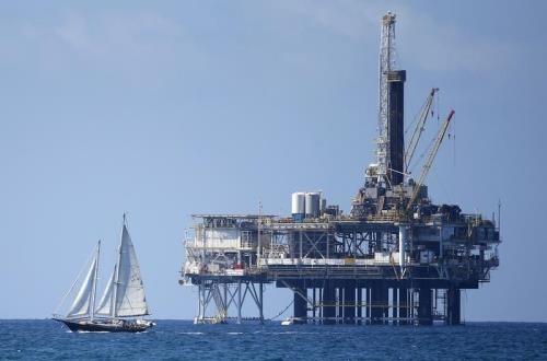 Giá dầu giảm nhẹ trên thị trường châu Á trong phiên giao dịch sáng 27/8. Ảnh: Reuters