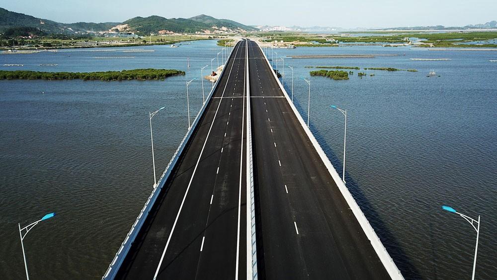 Tuyến cao tốc Hạ Long - Hải Phòng và cầu Bạch Đằng chính thức thông xe, đưa vào hoạt động từ ngày 1/9/2018. Ảnh: Đỗ Giang
