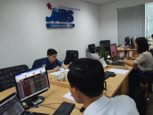 Cổ phiếu ngân hàng đồng loạt giảm điểm. Ảnh; Văn Giáp/BNews/TTXVN