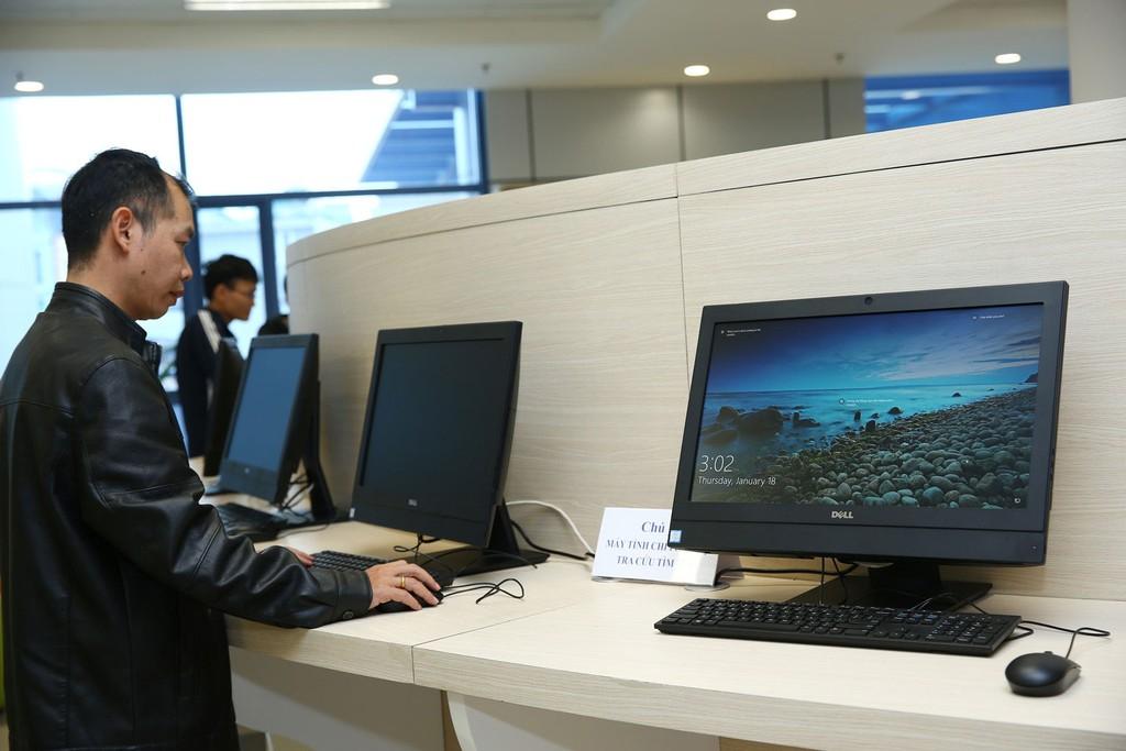 Năm 2018, Sở TT&TT tỉnh Sơn La mua sắm tài sản cho 67 đơn vị, chủ yếu là các thiết bị như máy photocopy, máy tính, máy in... Ảnh: Lê Tiên
