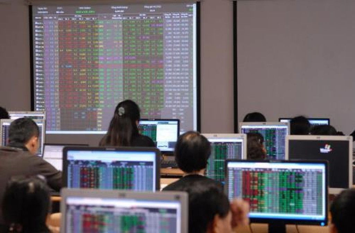 Chứng khoán ngày 4/9: Bán mạnh cổ phiếu, VNIndex giảm gần 14 điểm. Ảnh: TTXVN