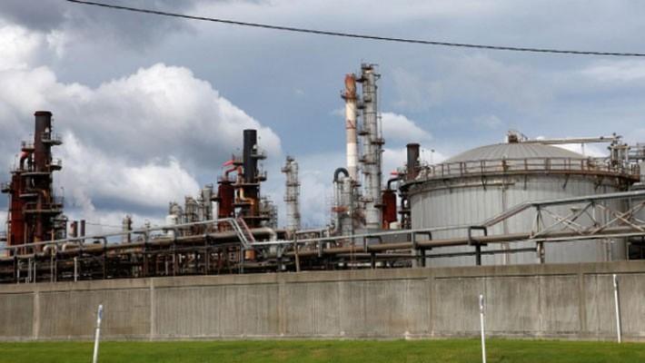 Một nhà máy lọc dầu của hãng Chevron ở bang Mississippi của Mỹ hôm 4/9 - Ảnh: Reuters.