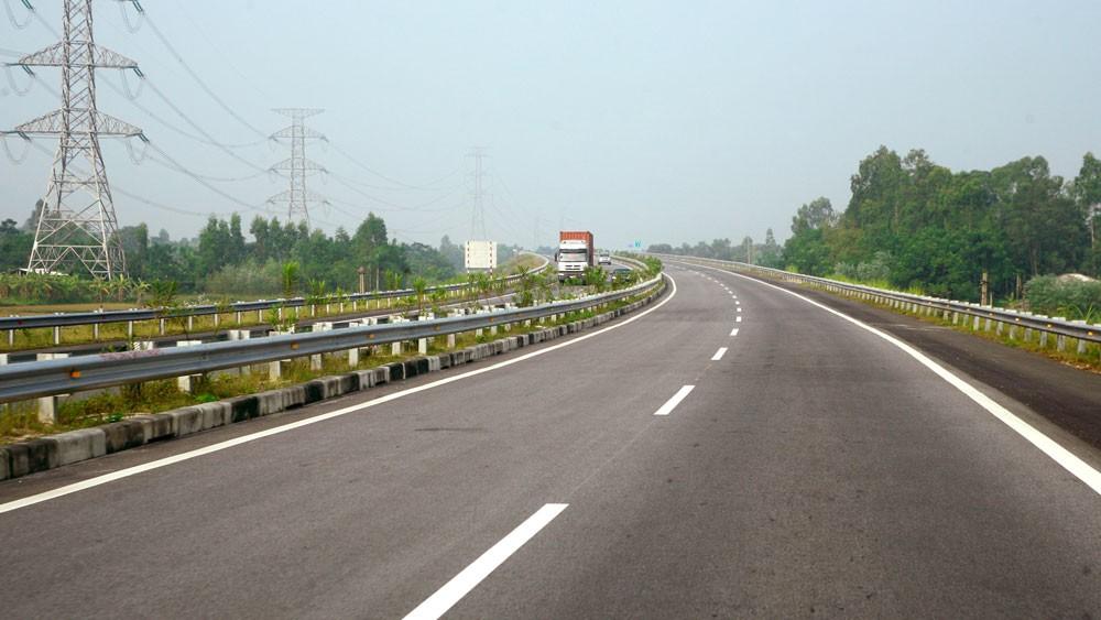 Bộ Xây dựng đề nghị Tuyên Quang rà soát suất vốn đầu tư phần đoạn tuyến cao tốc Tuyên Quang - Phú Thọ. Ảnh: Lê Gia Khoa