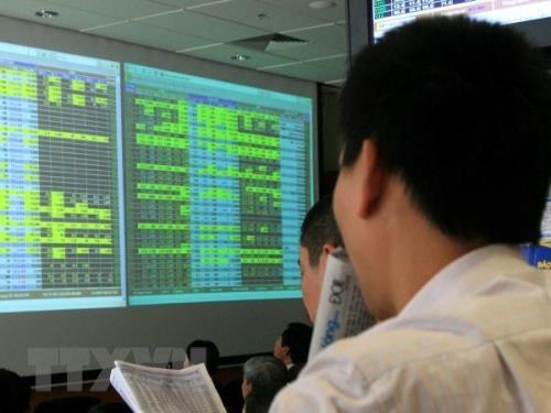 """Nhóm cổ phiếu ngân hàng """"xanh mướt"""", duy nhất chỉ còn LPB giảm giá. Ảnh: TTXVN"""