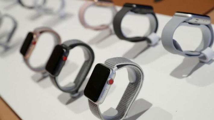 Đồng hồ Apple Watch mang về cho Apple doanh thu 6,1 tỷ USD trong tài khóa 2017 - Ảnh: Reuters.
