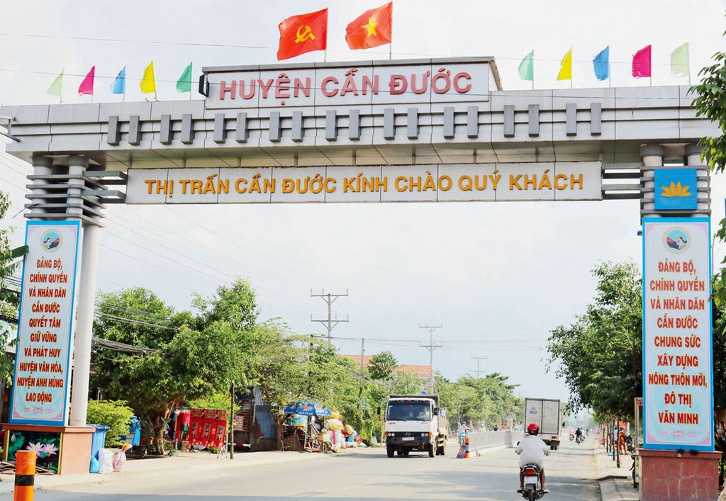 UBND huyện Cần Đước (Long An) đã chỉ đạo Giám đốc Ban QLDA đầu tư xây dựng huyện này rút kinh nghiệm trong công tác xây dựng cơ bản. Ảnh: Thanh Nga