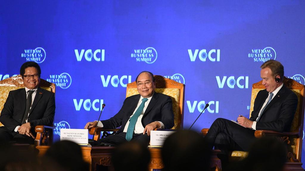 Thủ tướng Nguyễn Xuân Phúc cho biết, Việt Nam đặt mục tiêu kết nối chặt chẽ hơn giữa DN đầu tư nước ngoài với DN trong nước. Ảnh: Hiếu Nguyễn