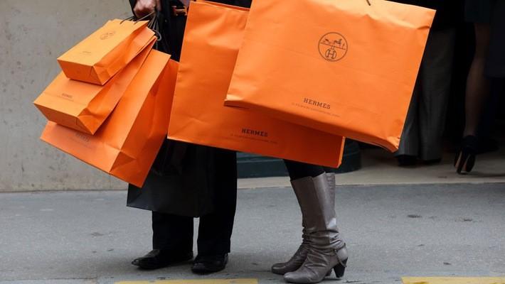 Trong nửa đầu năm, lợi nhuận gộp của Hermes tăng 6%, đạt 985 triệu Euro, tương đương 1,1 tỷ USD.