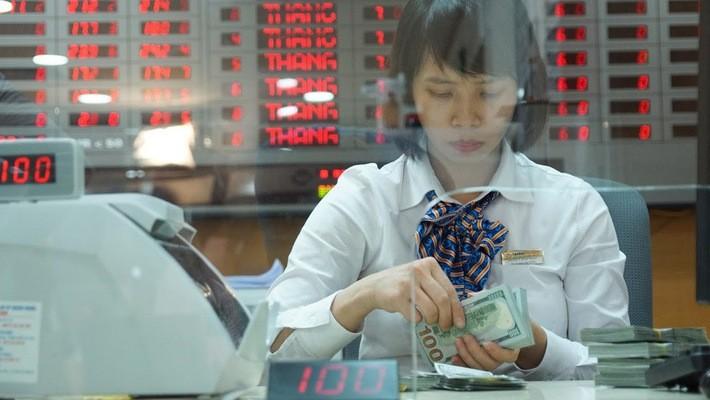 Phiên 13/9 ghi nhận trên thị trường liên ngân hàng tỷ giá chốt phiên ở mức 23.258 VND/USD, giảm tới 18 VND so với phiên 12/9 - Ảnh: Quang Phúc